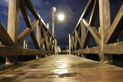 Street Lamp, Rail, Gateway, Venice, Wood, Night Wet