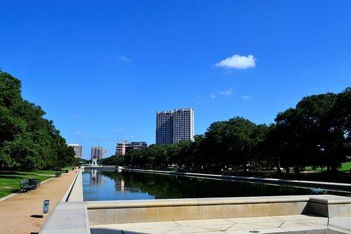 Monumental, Pond, Houston Texas, Herman Park, Clouds