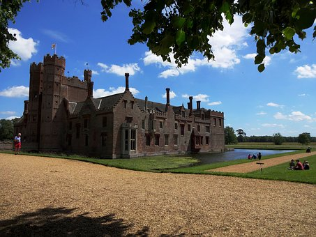 Stately Home, National Trust, English Heritage, Moat