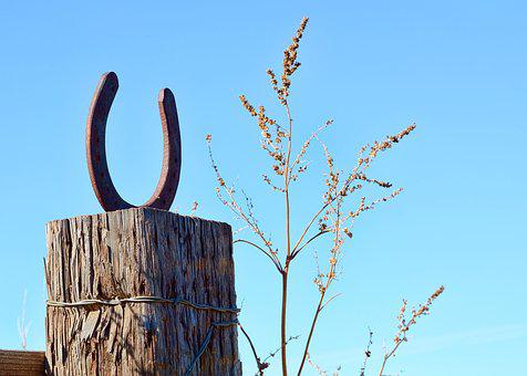 Horseshoe, Fence Post, Post, Fence, Country, Old, Rusty