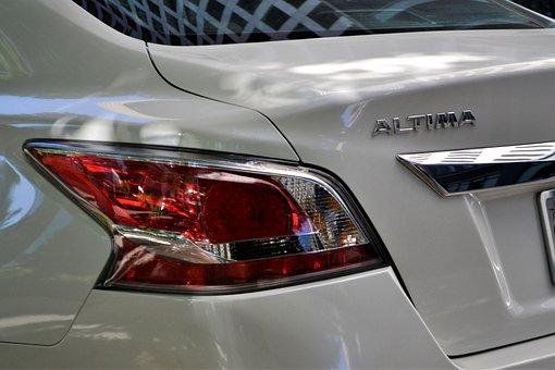Nissan Altima, White Car, Tail Light, Break Light, Hood