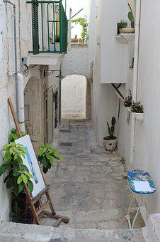 Glimpse, White, Historical Centre, Ostuni, Salento