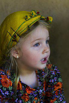 Life In The Countryside, Child, Bead