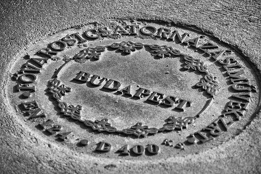Well, Lid, Budapest, Monochrome
