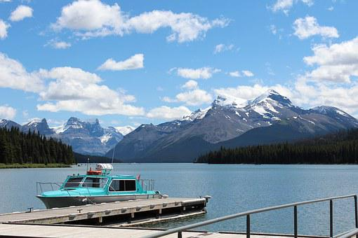 Canadian Rockies, Maligne Lake, Jasper, Alberta, Canada
