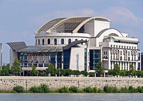 Budapest, New Theater, Südstadt, Danube
