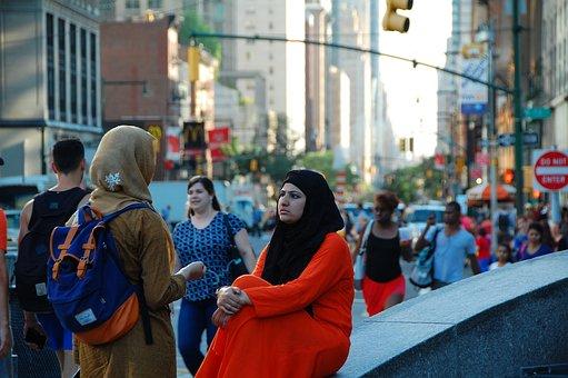 Columbus Circle, New York, Muslim Women, Conversation