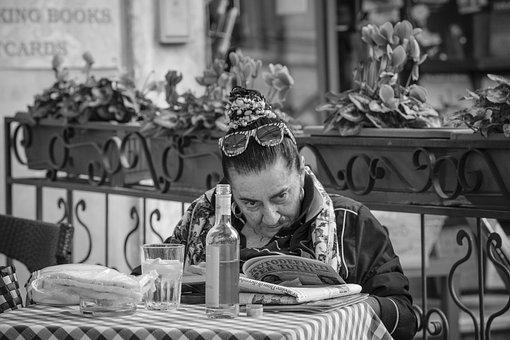 Piazza Navona, Rome, Italy, Reading, Women, Street