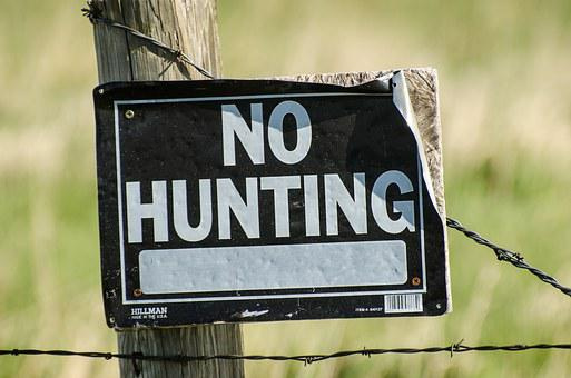 No Hunting Sign, No Hunting, Fence, Wire, Barbed Wire