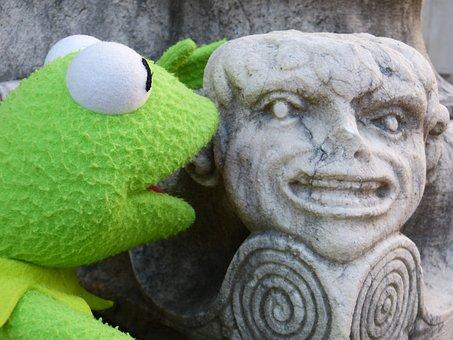 Kermit, Frog, Stone Figure, Fig, Talk, Accost, Respond