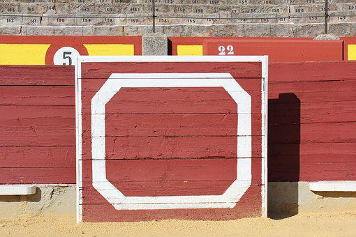 Burladero, Bulls, Plaza