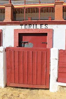Door Toriles, Bulls, Plaza