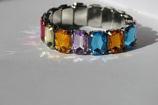 Bracelet, Toy, Reflection, Light, White, Jewelry, Fun