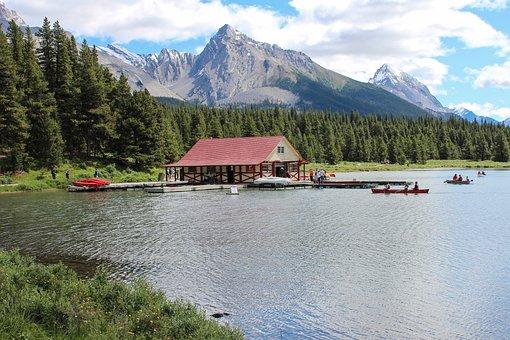 Maligne Lake, Canoe Rental, Canadian Rockies, Mountains