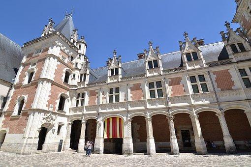 Blois, Château De Blois, Château De Louis Xii