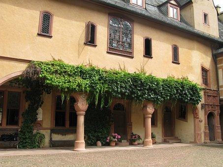 Burghof, Schlosshof, Mespelbrunn, Spessart, Arcade