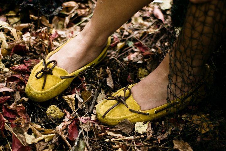 Feet, Legs, Yellow Shoes, Leaves, Mesh, Autumn, Fashion