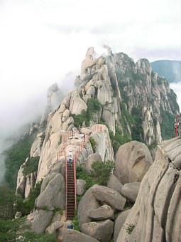 Ulsan Rock, Mt Seoraksan, A Sea Of ​​clouds