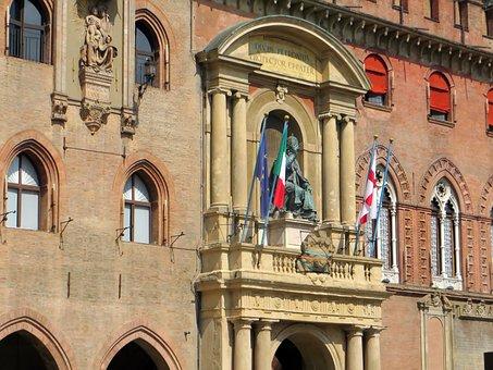 Italy, Bologna, Piazza Majorises, Balcony, City hall
