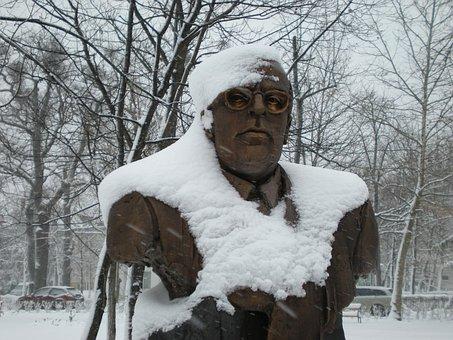 Statue, Debrecen Hungary, Klinikatelep, Istvan Weint