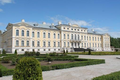 Rundale Palace, Valley Of Tranquillity, Spring, Garden