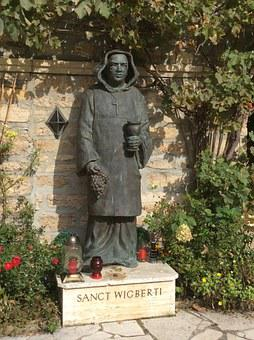 Sanct Wigberti, Monk, Werning Live, Monastery, Statue