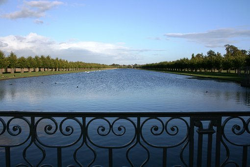 Hampton Court, Lake, Grid, Gradil, England, Infinity