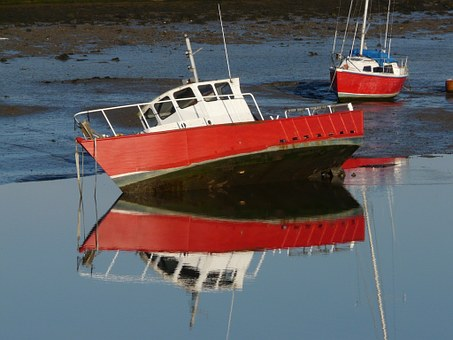 Boats, Beached, Reflection, Low Tide, Tipped, Anchored