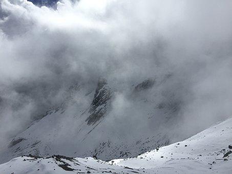The Jade Dragon Snow Mountain, Cloud, Foggy Road