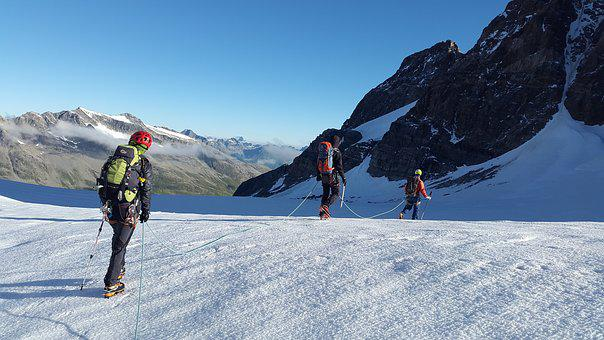 High-altitude Mountain Tour, Glacier, Alpinists