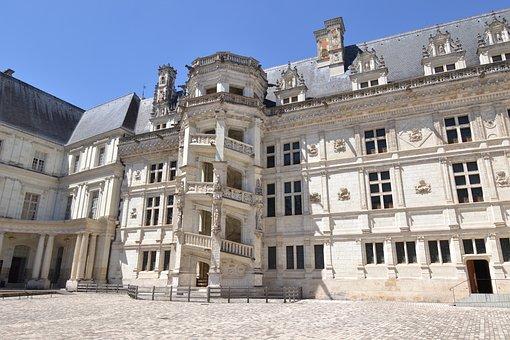 Blois, Château De Blois, Château De François First