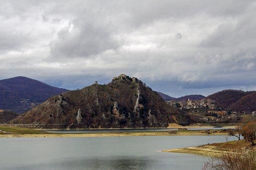 Tora, Castel Di Tora, Lake Turano, Lazio, Italy, Rieti