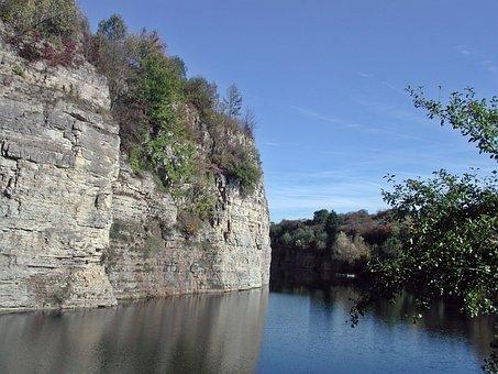 Quarry, Reusten, Commemorative Path, Memorial