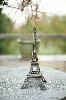Eiffel Tower, Mold, Pose