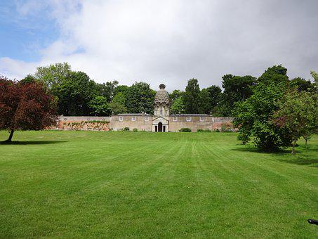 The Pineapple, The Pine Apple House, Airth, Scotland