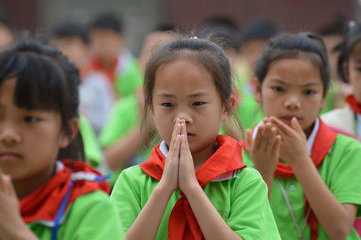 A Grateful Heart, Pupils, Red Scarf