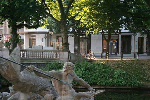Triton Fountain, Kö, Königsallee, Düsseldorf