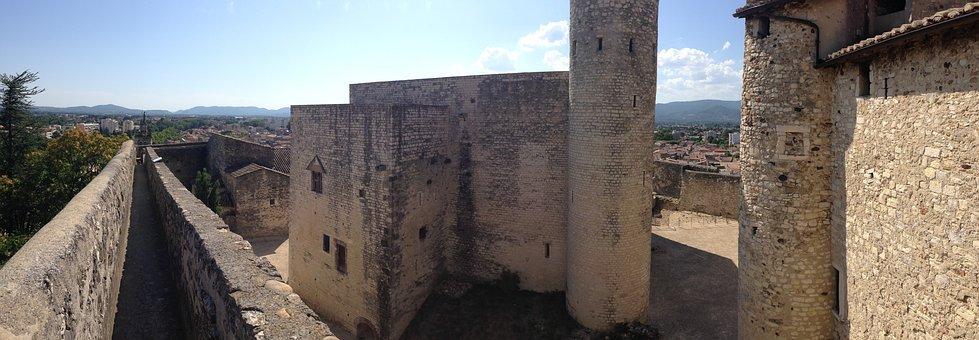 Perpignan, Castle, Village