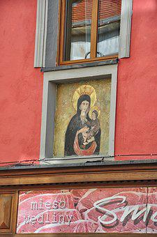 Virgin Opole, The Frescoes On The House, Building