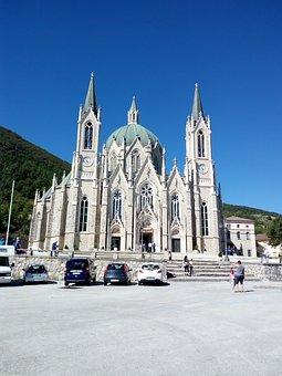 Sanctuary, Sorrows, Castelpetroso