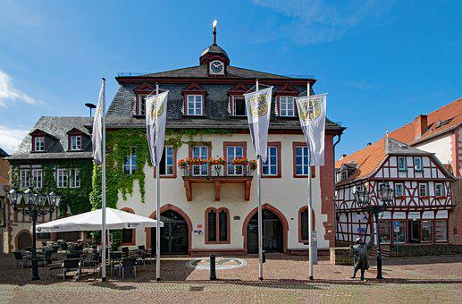 Town Hall, The Upper Square, Gelnhausen, Hesse, Germany