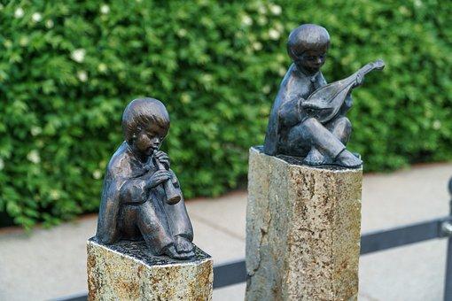 Bronze Statue, Binz, Flautist, Lute Player, Promenade