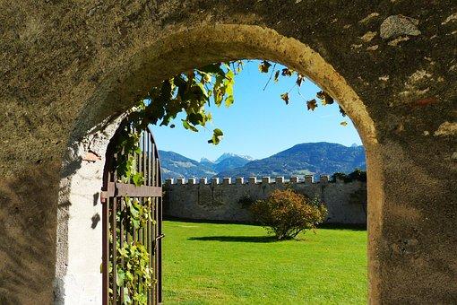 Geisler Acute, Closed Garden Feldthurns, Round Arch