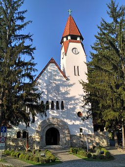 In Zebegény, Try Charles, Catholic Church