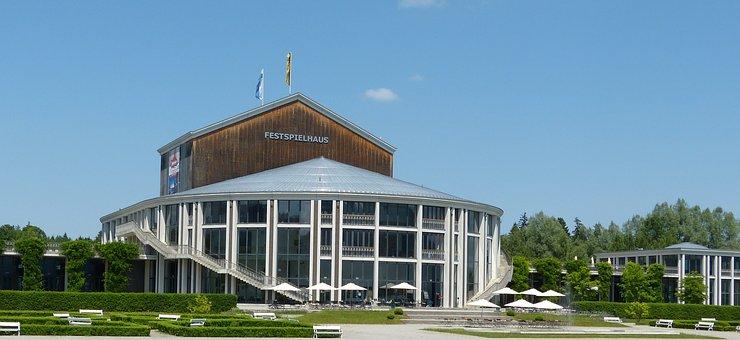 Louis Festspielhaus Füssen, Theater, Lake Forggensee