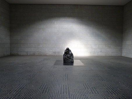 Berlin, New Wake, Under The Linden, War Memorial