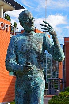 Steve Jobs, Statue, Budapest, Iphone, Tóth Ernő