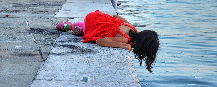 Girl, Looking, Fish, Venice, Italy