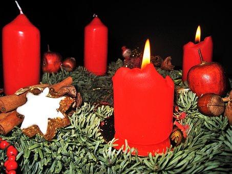 Advent Wreath, 4 Red Candles, Zimtstern, Fir, Advent