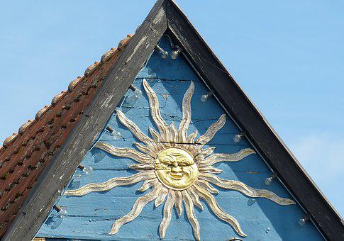 Home, Roof, Old Town, Historically, Gable, Sun, Sunbeam